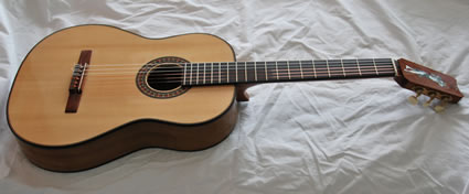 425_1000-Year-Old_Pepperwood_Flamenco_Guitar-Guitar-Luthier-LuthierDB-Image-3